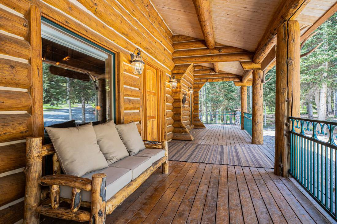 hunting-lodge-covered-porch-colorado-bull-basin-ranch-and-lodge